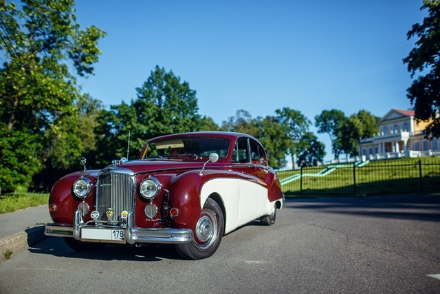 Jaguar Mark 9
