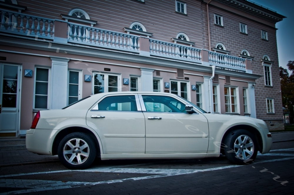 Chrysler 300c напрокат