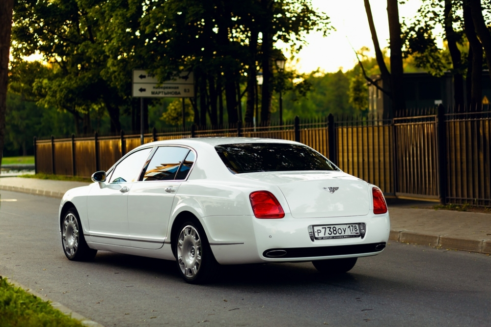 Bentley Continental Flying Spur напрокат
