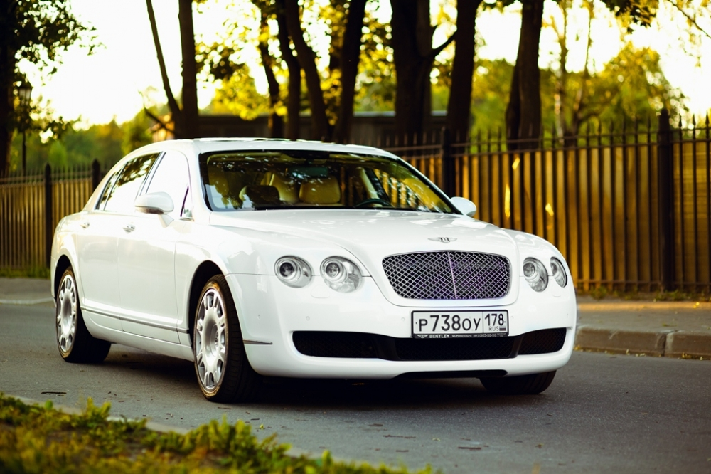 Аренда Bentley Continental Flying Spur в Спб