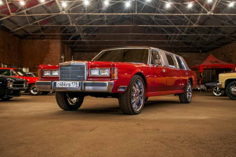 Прокат Lincoln Town Car RED CROCODILE в Спб