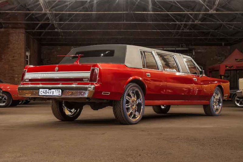 Аренда Lincoln Town Car RED CROCODILE с водителем