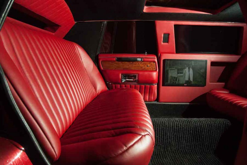 Lincoln Town Car RED CROCODILE напрокат