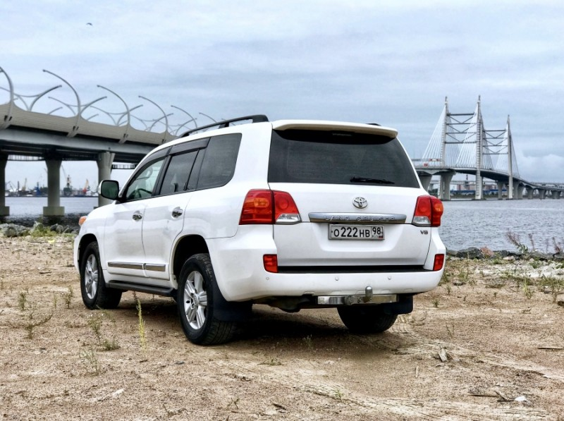 Снять Toyota Land Cruiser 200 в Спб