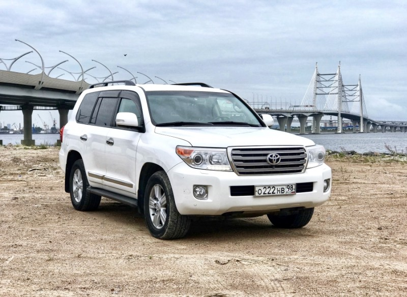 Прокат Toyota Land Cruiser 200