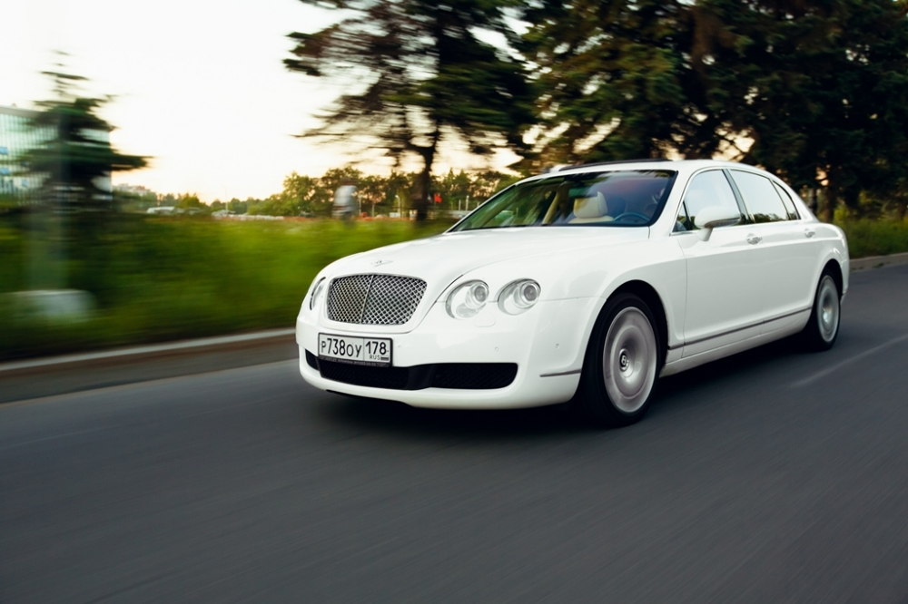 Прокат Bentley Continental Flying Spur